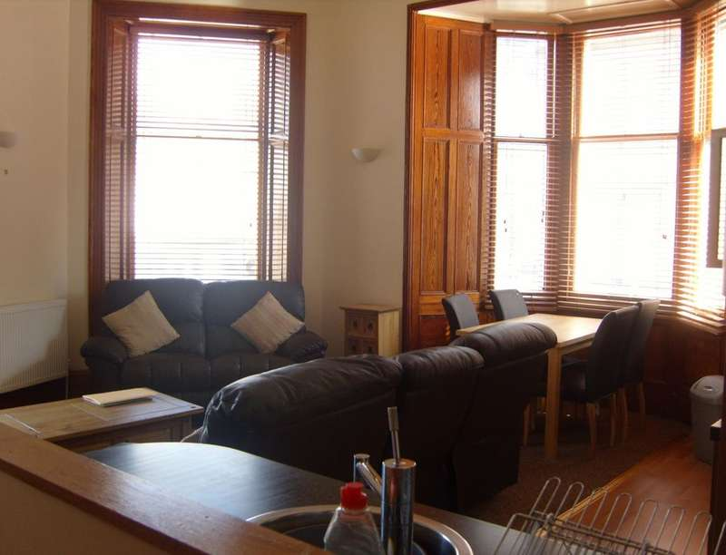 3 Bedrooms Flat for rent in Queensgate, Inverness, IV1