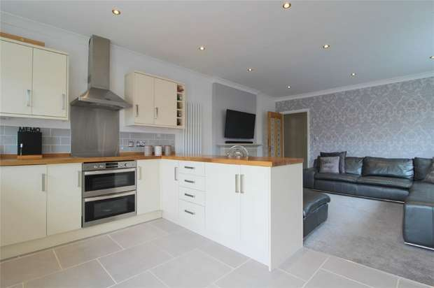 3 Bedrooms Detached Bungalow for sale in Ferndale Road, Ashford, Surrey