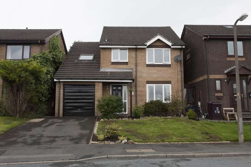 4 Bedrooms Detached House for sale in Wellfield Drive, Burnley, Lancashire, BB12