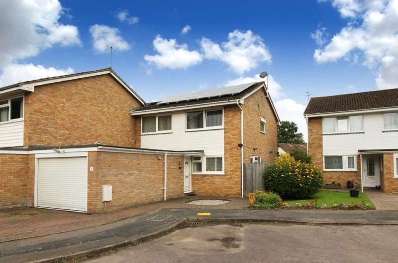 4 Bedrooms Semi Detached House for sale in Coney Croft, Horsham