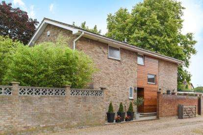 4 Bedrooms Detached House for sale in Hawes Lane, West Wickham