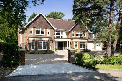6 Bedrooms Detached House for sale in Forest Drive, Keston Park