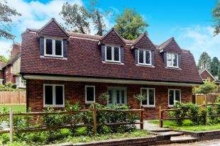 4 Bedrooms Detached House for sale in Welcomes Road, Kenley, Surrey