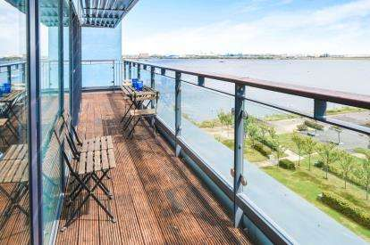 2 Bedrooms Flat for sale in Kilcredaun House, Ferry Court, Cardiff, Caerdydd