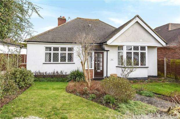 3 Bedrooms Detached Bungalow for sale in Kilmiston Avenue, Shepperton