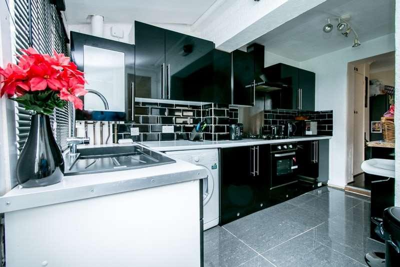 3 Bedrooms Terraced House for sale in Glenfarg road, Catford, London, SE6