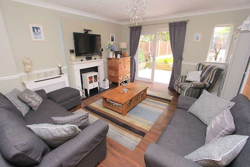 5 Bedrooms Detached House for sale in Hill Top Rise, Langdon Hills, Basildon, Essex, SS16 6UP