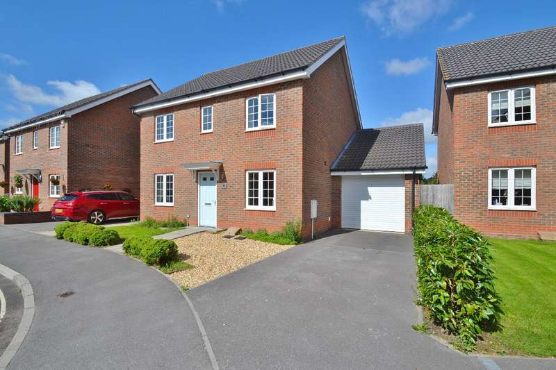 4 Bedrooms Detached House for sale in Lakeside