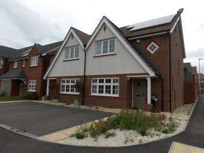 3 Bedrooms Semi Detached House for sale in Trilby Road, Atherstone, Warwickshire