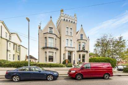 2 Bedrooms Flat for sale in 26 Lennox Road South, Southsea, Hampshire