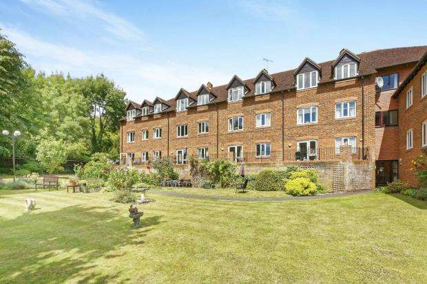 1 Bedroom Retirement Property for sale in Belmont Road, Leatherhead, Surrey
