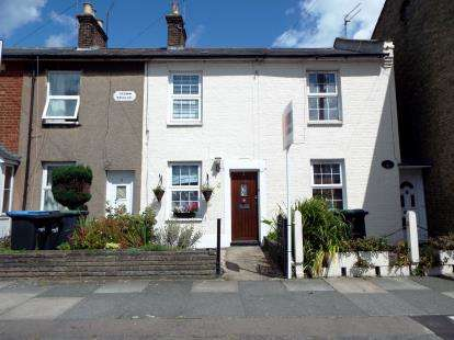 2 Bedrooms Terraced House for sale in Crown Terrace, Crown Lane, Southgate, London