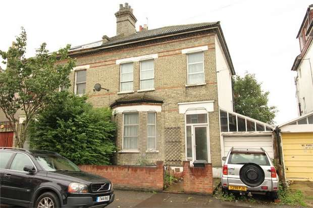 4 Bedrooms Semi Detached House for sale in Quadrant Road, Thornton Heath, Surrey