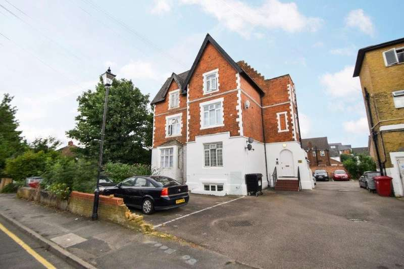 2 Bedrooms Flat for sale in Hencroft Street South, Slough, SL1