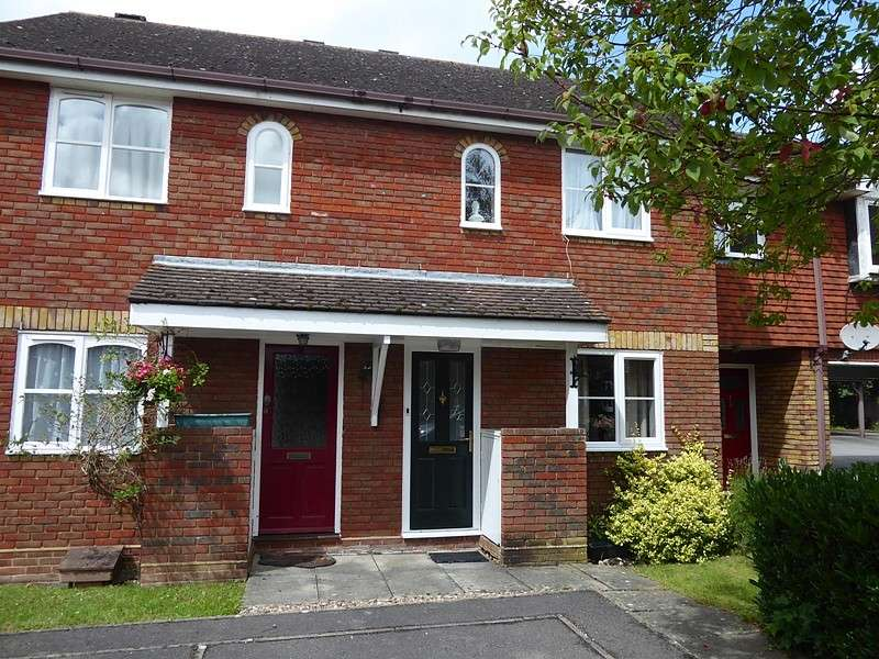 2 Bedrooms Semi Detached House for sale in Jenkyns Close, Botley, Southampton, SO30