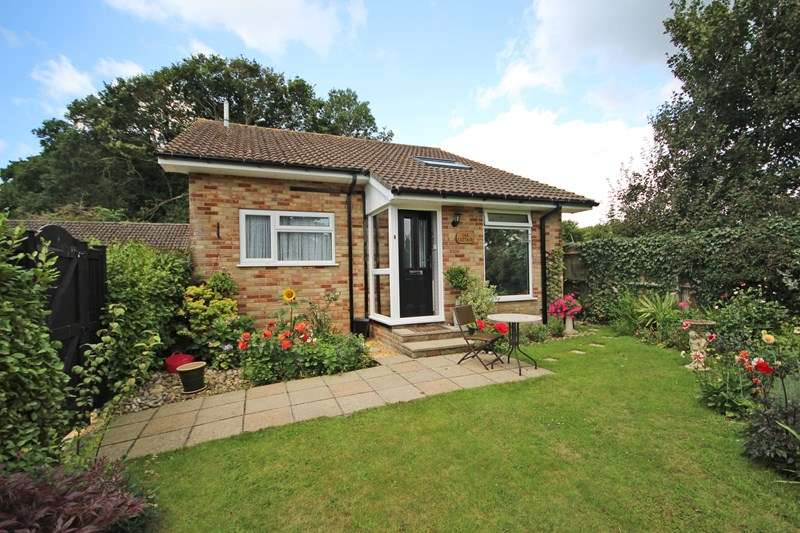 2 Bedrooms Detached Bungalow for sale in Wentwood Gardens, New Milton
