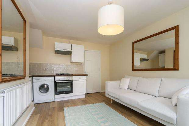 1 Bedroom Flat for sale in Guildford, Surrey