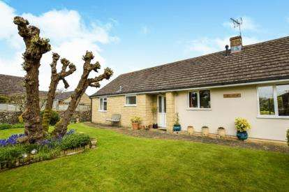 3 Bedrooms Bungalow for sale in The Berrells, Tetbury, Glos