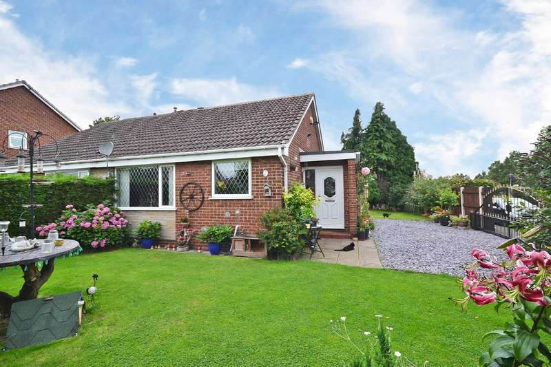 2 Bedrooms Semi Detached Bungalow for sale in Hollingthorpe Grove, Hall Green, Wakefield