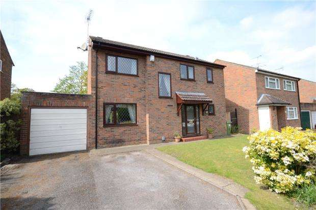4 Bedrooms Detached House for sale in The Chase, Farnborough, Hampshire