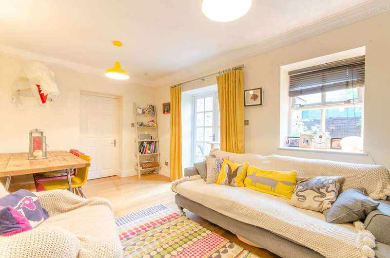 2 Bedrooms Flat for sale in Pennington Drive, Winchmore Hill, N21