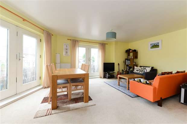 1 Bedroom Flat for sale in Symons Close, Nunhead