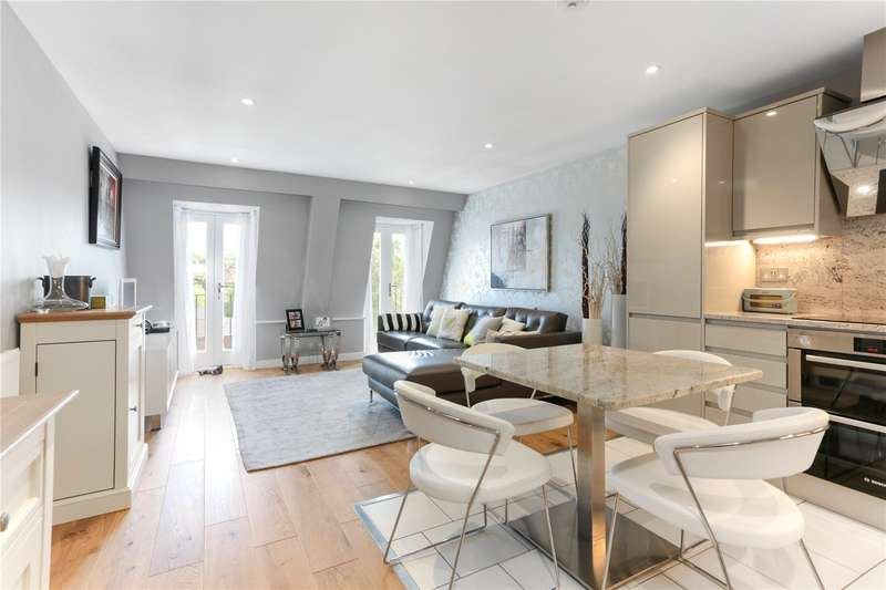 2 Bedrooms Flat for sale in Cardigan House, Ailesbury Court, High Street, Marlborough, SN8