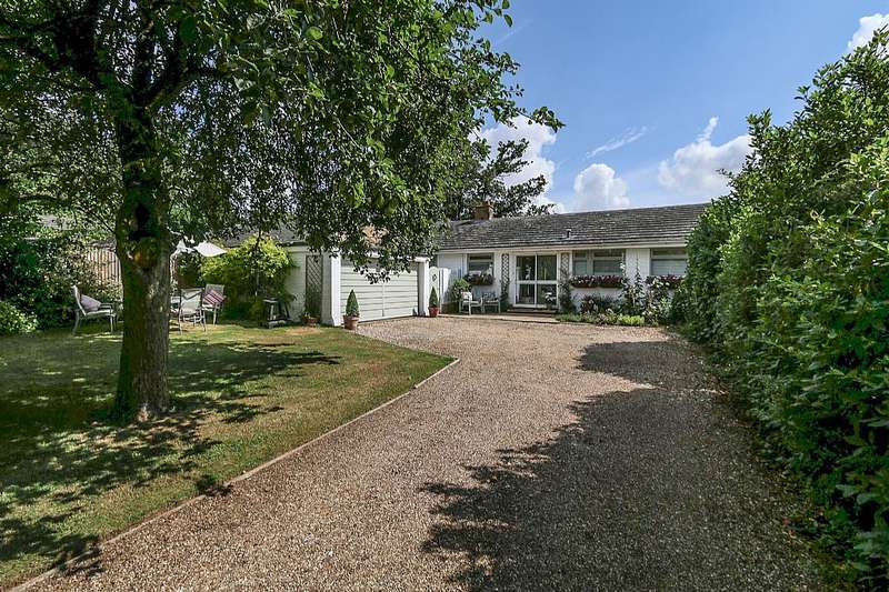 3 Bedrooms Detached Bungalow for sale in Blakes Road, Wargrave, Berkshire, RG10 8LA