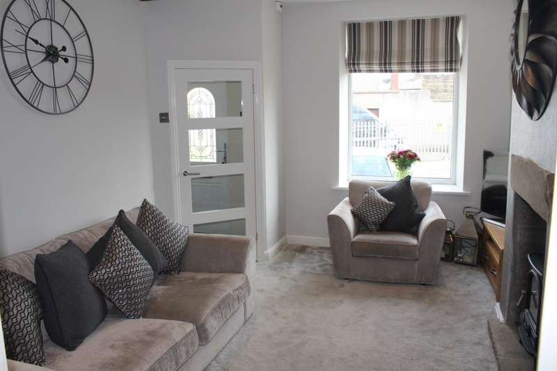 2 Bedrooms Terraced House for sale in Commercial Villas, Pudsey, LS28