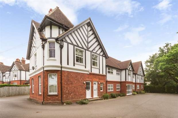 1 Bedroom Flat for sale in Dunraven Avenue, Redhill, Surrey