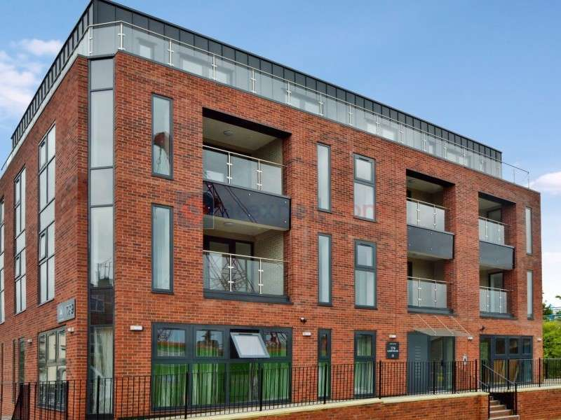 2 Bedrooms Flat for sale in Ilderton Road, Bermondsey SE16