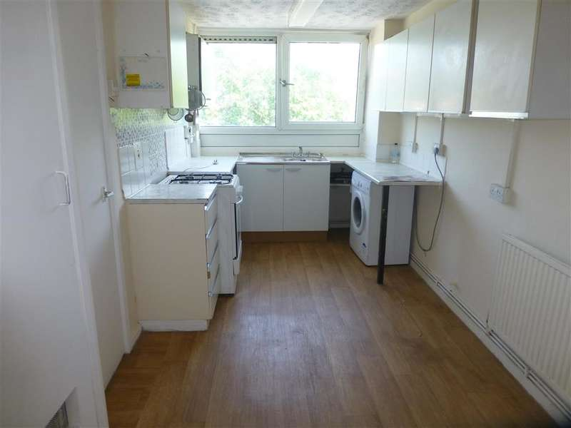 2 Bedrooms Flat for sale in Ray Lodge Road, Woodford Green, Essex
