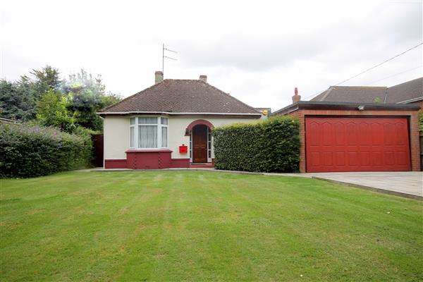 3 Bedrooms Bungalow for sale in Clacton Road, Weeley