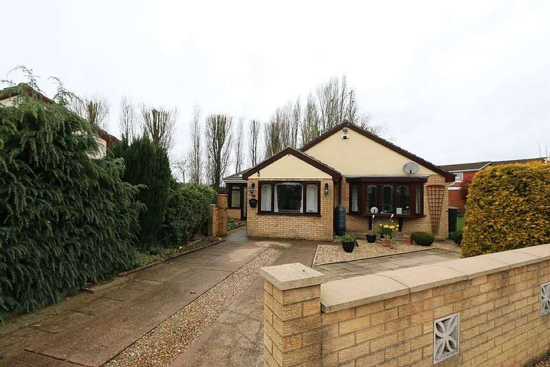 3 Bedrooms Detached Bungalow for sale in Charles Lovell Way, Scunthorpe, Lincolnshire, DN17 1YL
