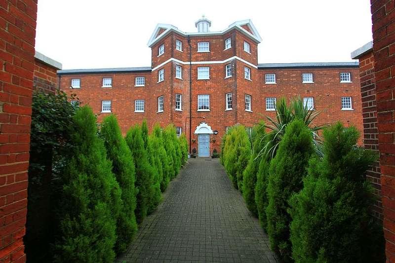 2 Bedrooms Ground Flat for sale in Home Bridge Court, Hatfield Road, Witham, Essex, CM8 1GJ