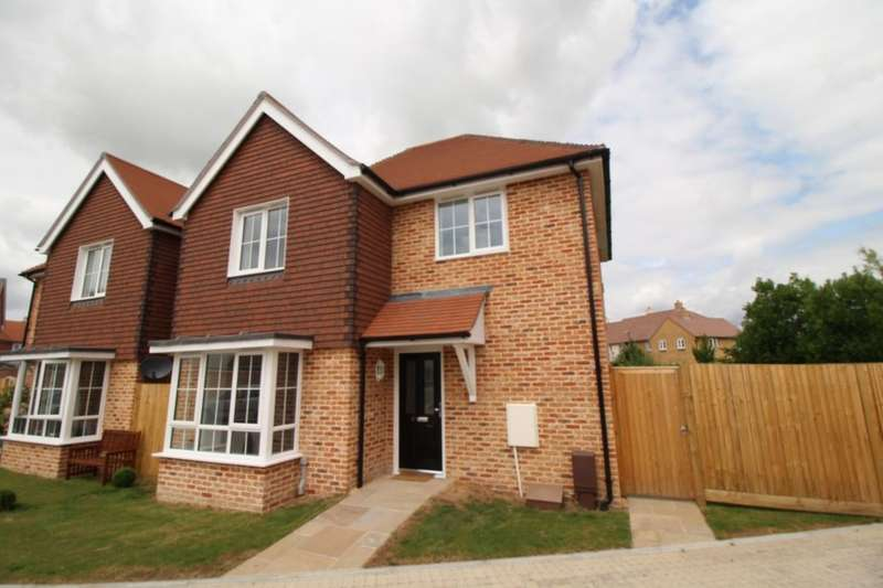 3 Bedrooms Detached House for sale in Violet Close, Bognor Regis, PO21