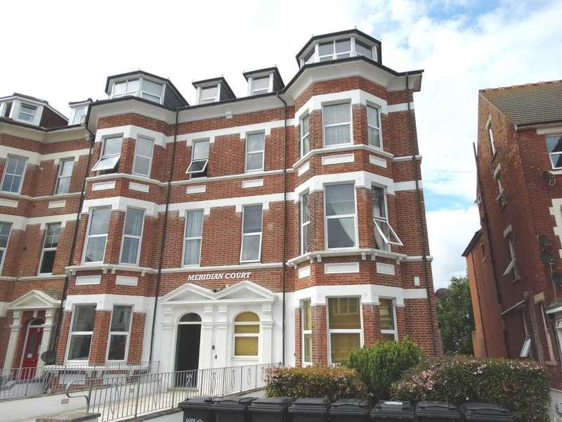 2 Bedrooms Flat for sale in Jevington Gardens, Eastbourne