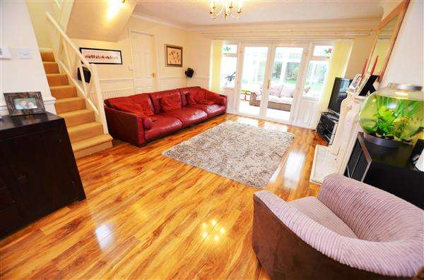 3 Bedrooms Semi Detached House for sale in Milan Drive, Westlands, Newcastle-under-Lyme