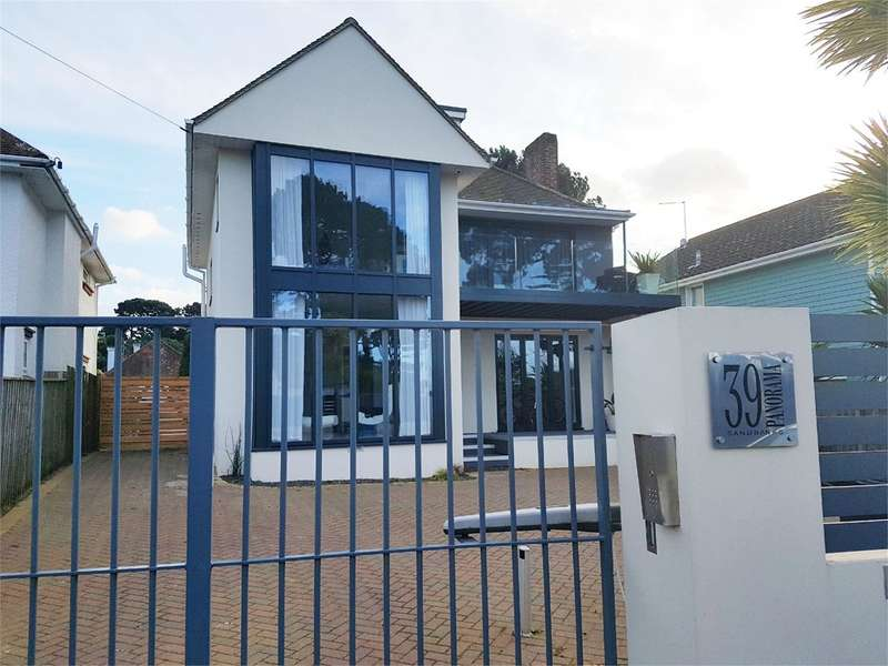 5 Bedrooms Detached House for sale in Panorama Road, Sandbanks, Poole, BH13