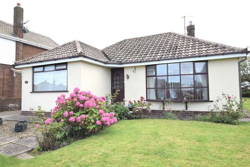 3 Bedrooms Detached Bungalow for sale in Sea View Drive, Scarborough, North Yorkshire YO11 3HY