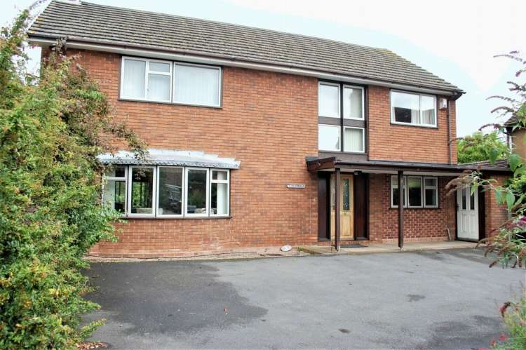 4 Bedrooms Detached House for sale in Priory Road Alcester