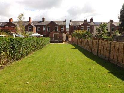 3 Bedrooms Semi Detached House for sale in Leyland Road, Penwortham, Preston, PR1