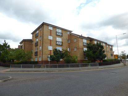 2 Bedrooms Flat for sale in 229-239 South Street, Romford, Essex