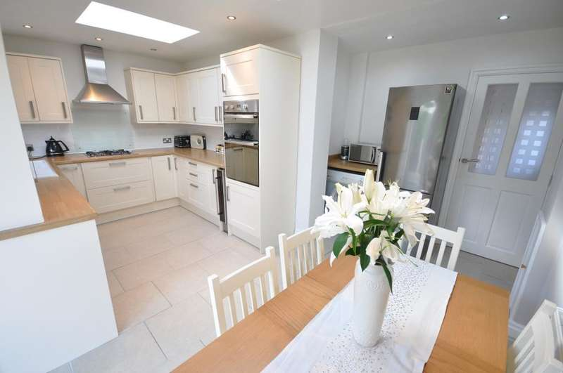 3 Bedrooms Semi Detached House for sale in Burns Avenue, Lytham, Lytham St Annes, Lancashire, FY8 5BS