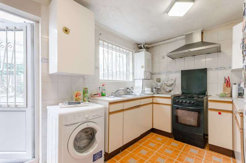 3 Bedrooms House for sale in Jasper Road, Beckton, E16