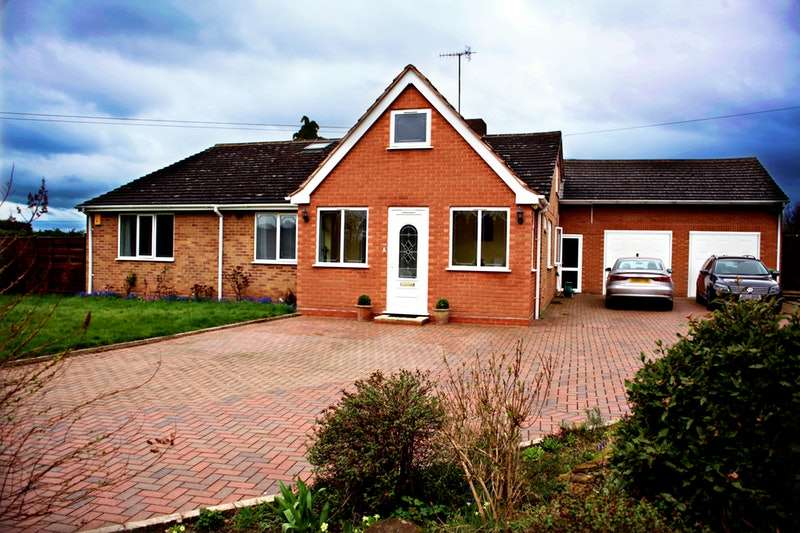 6 Bedrooms Bungalow for sale in Exhall, Alcester, Warwickshire, B49