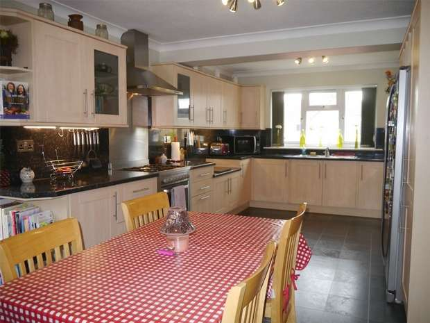 4 Bedrooms Detached House for sale in The Park, Northway, Tewkesbury, Gloucestershire