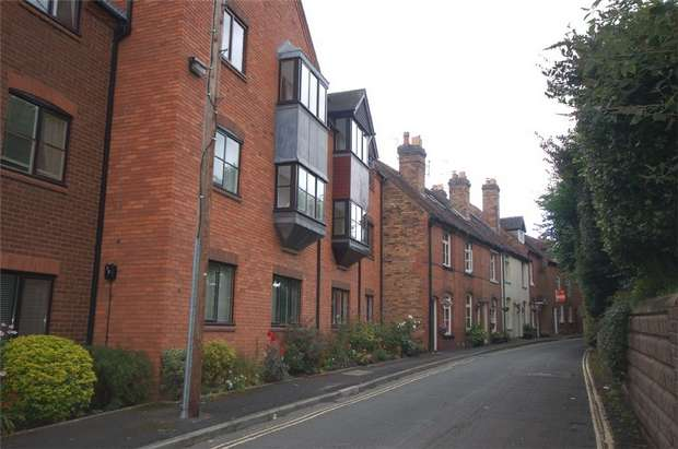 2 Bedrooms Flat for sale in St Leonards View, BRIDGNORTH, Shropshire