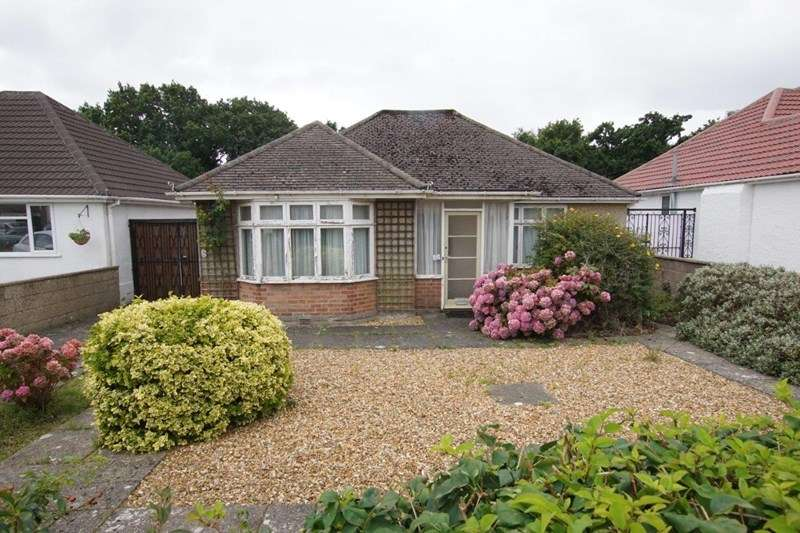 3 Bedrooms Detached Bungalow for sale in Evering Avenue, Parkstone, Poole