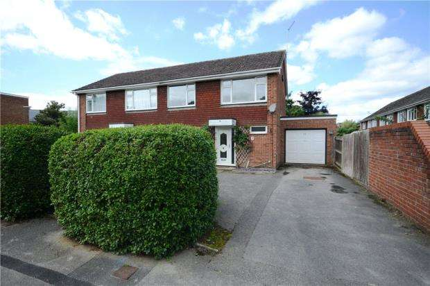 3 Bedrooms Semi Detached House for sale in Roman Way, Farnham, Surrey
